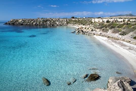 La splendida Cala Azzurra a Favignana